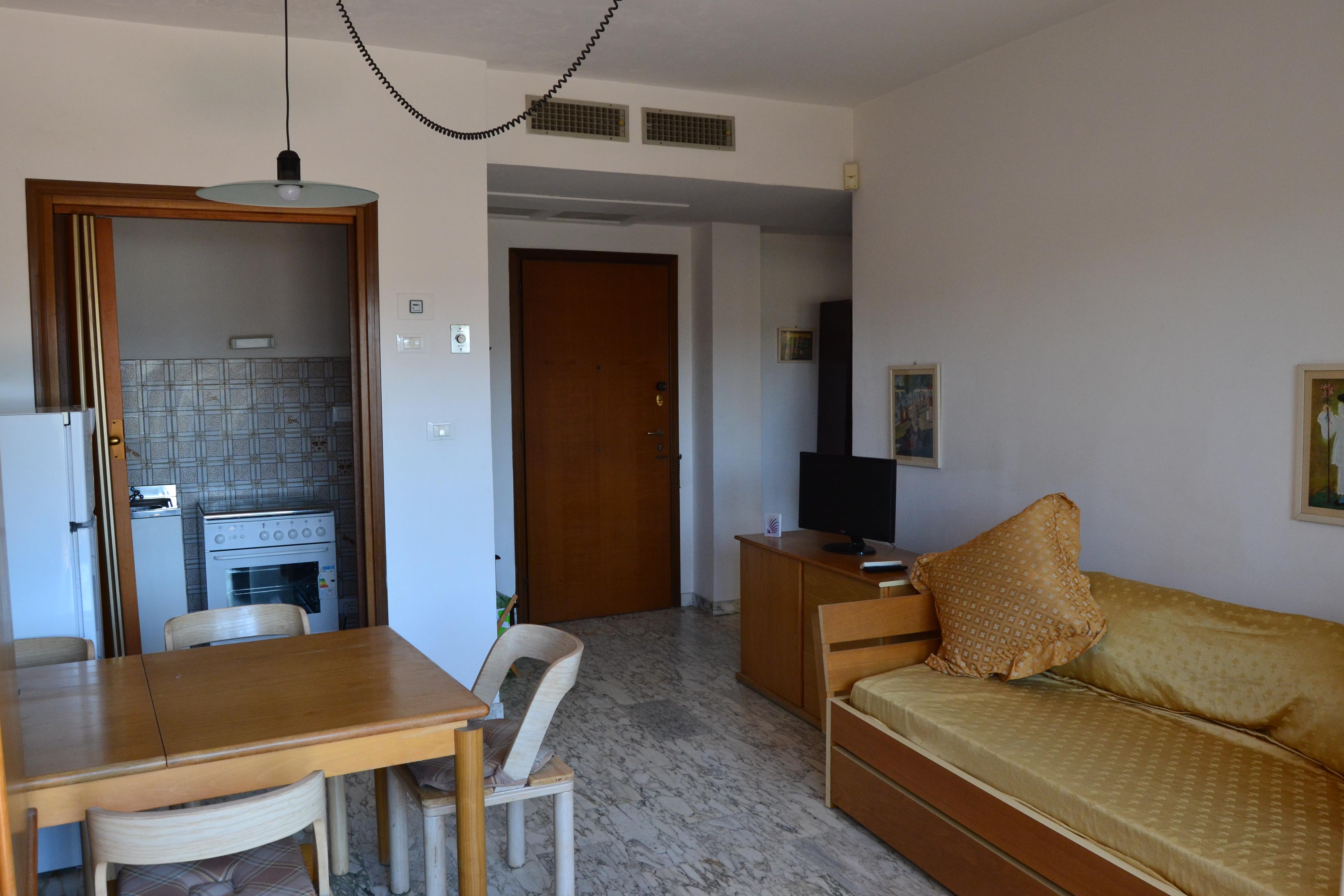 Appartamento Affitto Con Terrazza Tirrenia. Rif.A.8